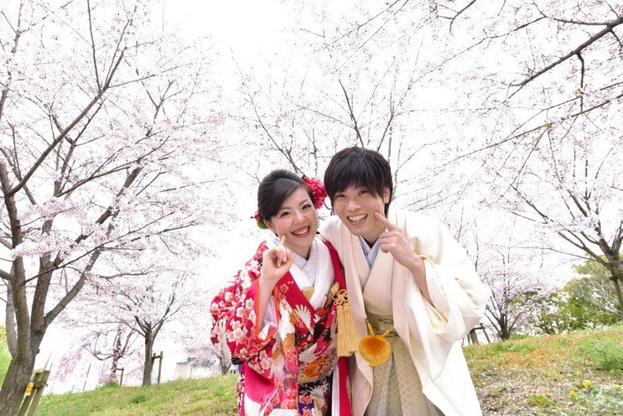 結婚式の前撮りを和装ロケーションフォトを桜や菜の花での写真