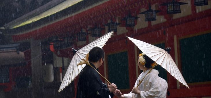 雨の石上神宮での結婚式