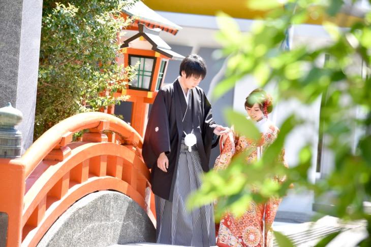 熊野速玉大社で結婚式のレンタル衣装や貸衣裳で白無垢の綿帽子や色打掛けを洋髪での髪型とヘアスタイルの写真