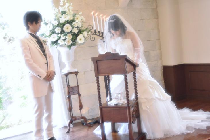 格安、激安で低品質ではない満足がいくフォトウエディング、写真だけの結婚式は全撮影カットの写真データが付いているチャペルでの本当の結婚式を再現するお得プラン