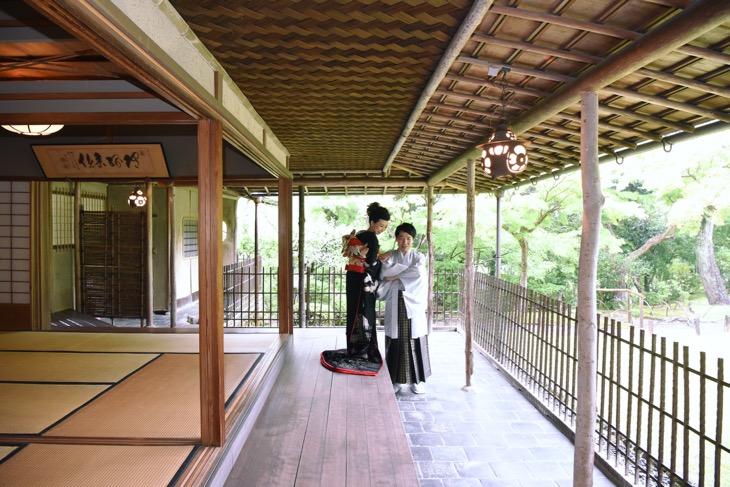 日本庭園や茶室で和装の結婚式の前撮りのロケフォトの写真