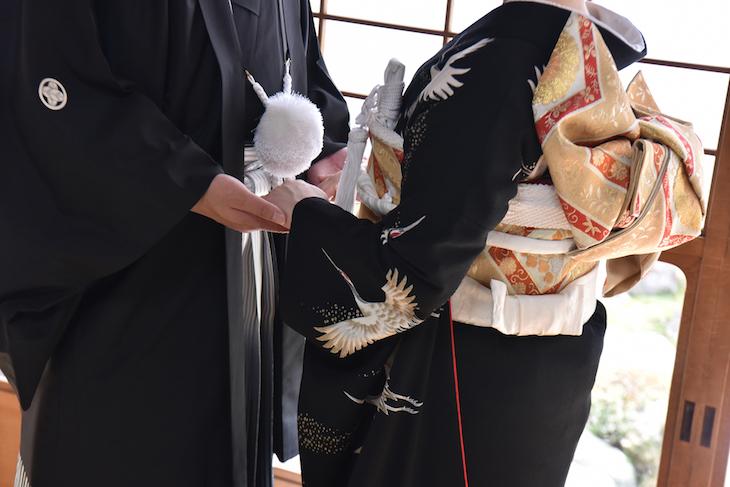 御香宮神社の結婚式での黒引きや白無垢、綿帽子、色打掛けなどの和装の衣装レンタルと貸衣裳での髪型ヘアスタイルの写真