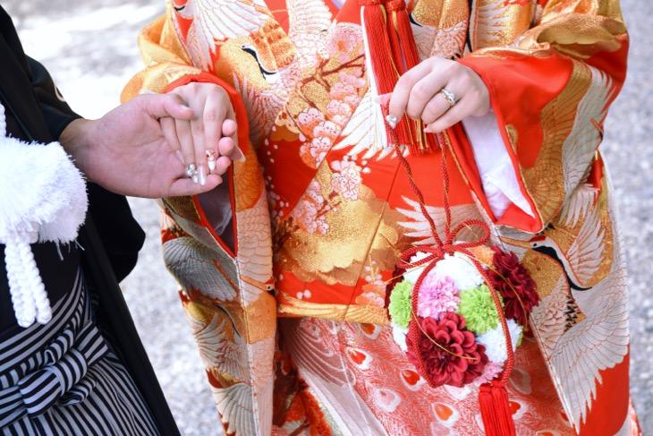 熊野速玉大社での和装の結婚式前撮りで洋髪の髪型やヘアスタイルの写真