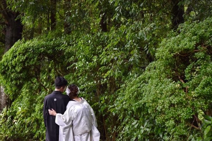 大神神社での結婚式の衣装レンタルや貸し衣裳での黒引きや白無垢を洋髪での髪型やヘアースタイルが写ってる着付けも一緒にできるデータ付きの出張スナップ記念写真