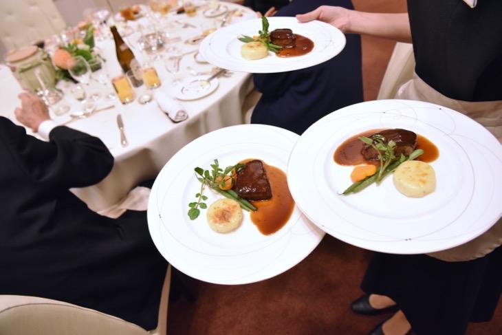 橿原ロイヤルホテルで結婚式、披露宴、食事会の記念写真