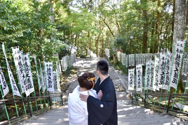熊野本宮大社の結婚式のレンタル衣装や貸し衣裳や着付けヘアセットとメイクの料金も含んだデータ付きの写真