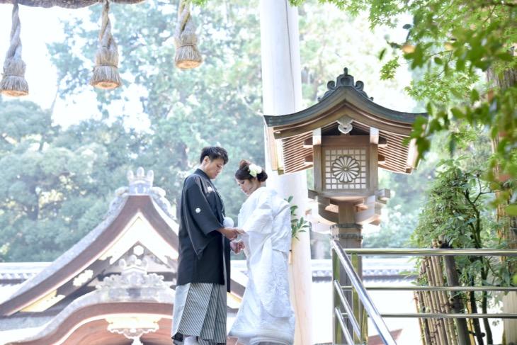 大神神社での結婚式の衣装レンタルや貸衣装での結婚式の写真