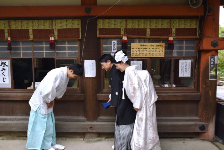 江戸三で食事会と氷室神社で結婚式の和装写真