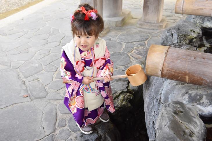 橿原神宮でご祈祷、参拝、お参りの後の駐車場に戻るまでの七五三の記念写真