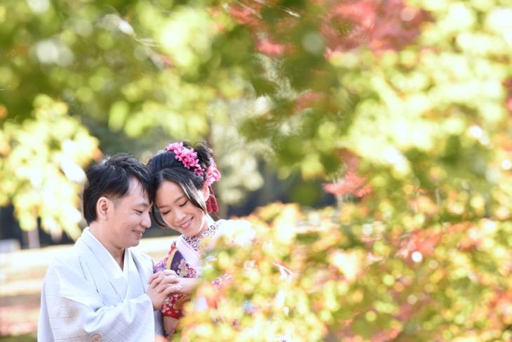 洋髪ヘアスタイルで結婚式の前撮りを和装の色打掛けで髪型や髪飾りと小物の写真