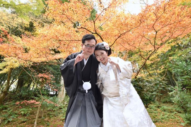 全カットのデジタルデータ付き結婚式の和装前撮りロケフォトの白無垢と色打掛け洋髪髪型ヘアスタイルと髪飾りの写真