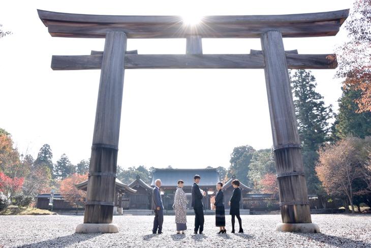 吉野神宮でお宮参りの初宮参り、ご祈祷の記念写真