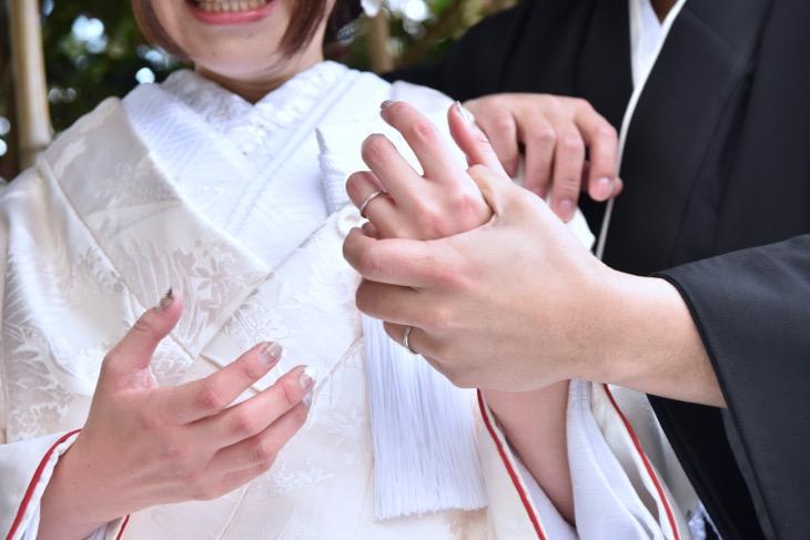 和装で前撮りを洋髪の髪型やヘアスタイルと格安の髪飾りや必要な指輪の相場の料金の口コミな写真ブログ