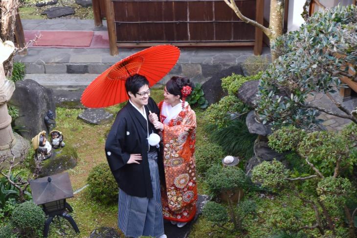 大神神社の結婚式で色打掛けの写真