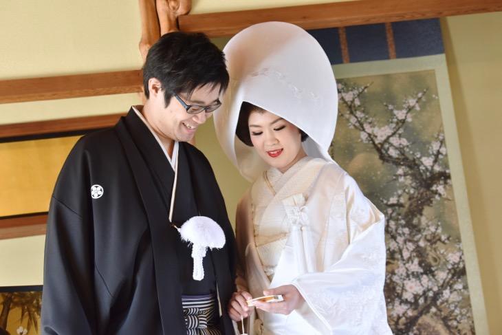 大神神社の結婚式で白無垢の綿帽子の写真