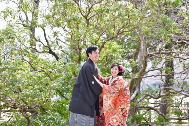 和装で赤い色打掛けの洋髪の髪型ヘアスタイルで奈良の結婚式の前撮りの写真