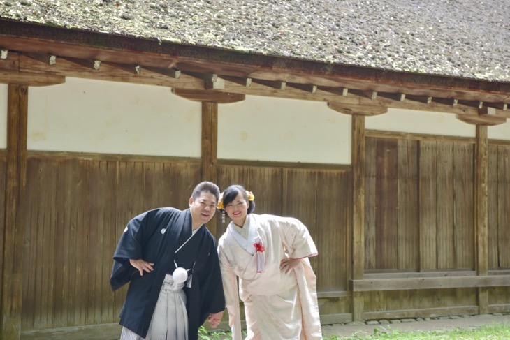 上賀茂神社で白無垢と色打掛けでの洋髪髪型ヘアスタイルでの結婚式の写真
