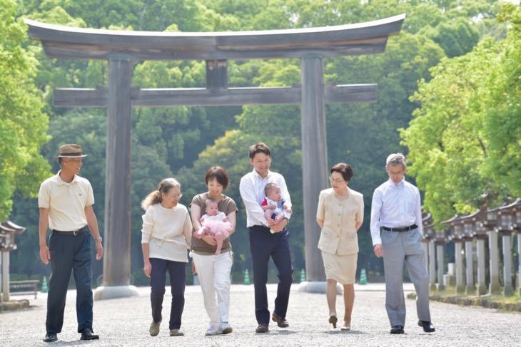 橿原神宮でのお宮参りの記念写真