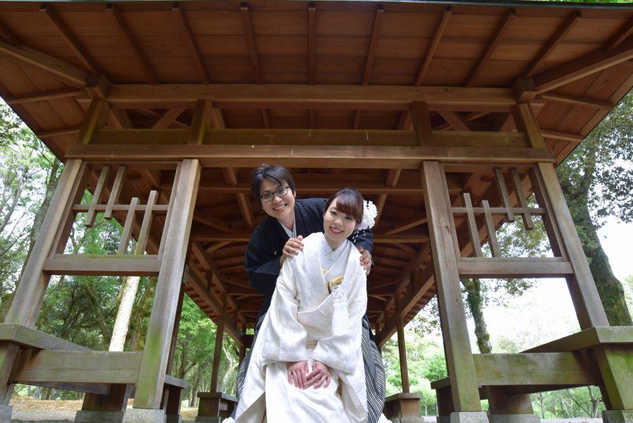 結婚式の前撮りを和装で洋髪ヘアスタイルでのロケーションフォトの写真