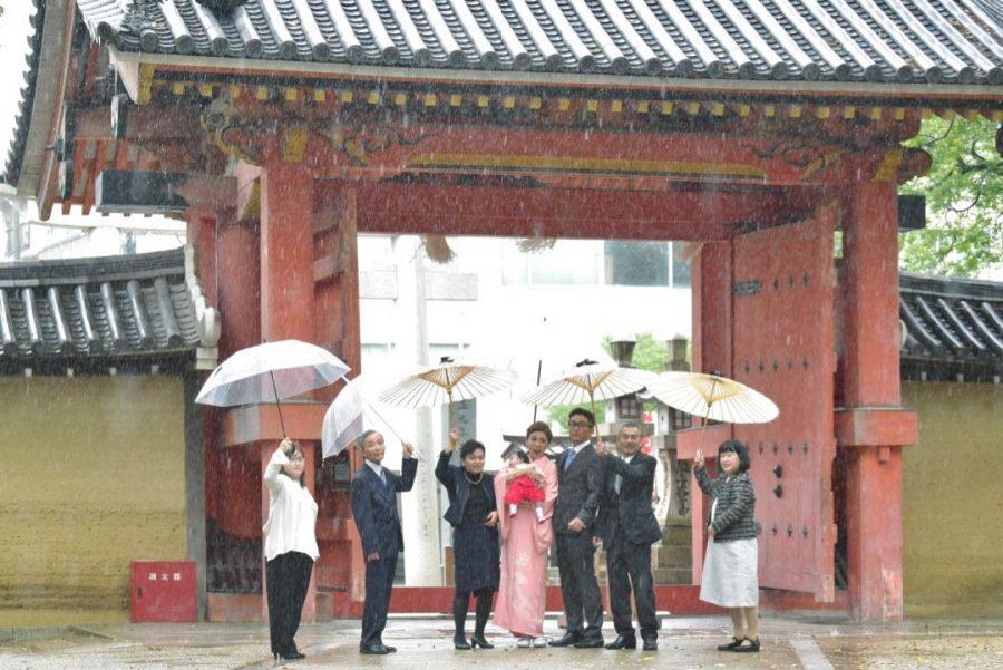 雨の西宮神社のお宮参り