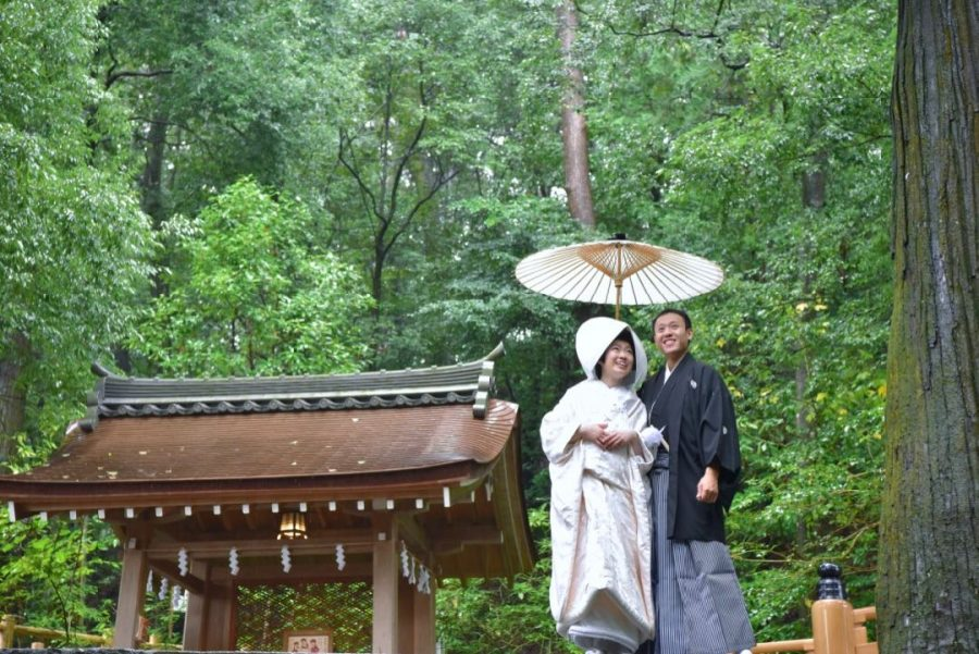 雨の大神神社で結婚式の写真