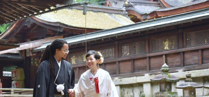 往馬大社の雨の結婚式