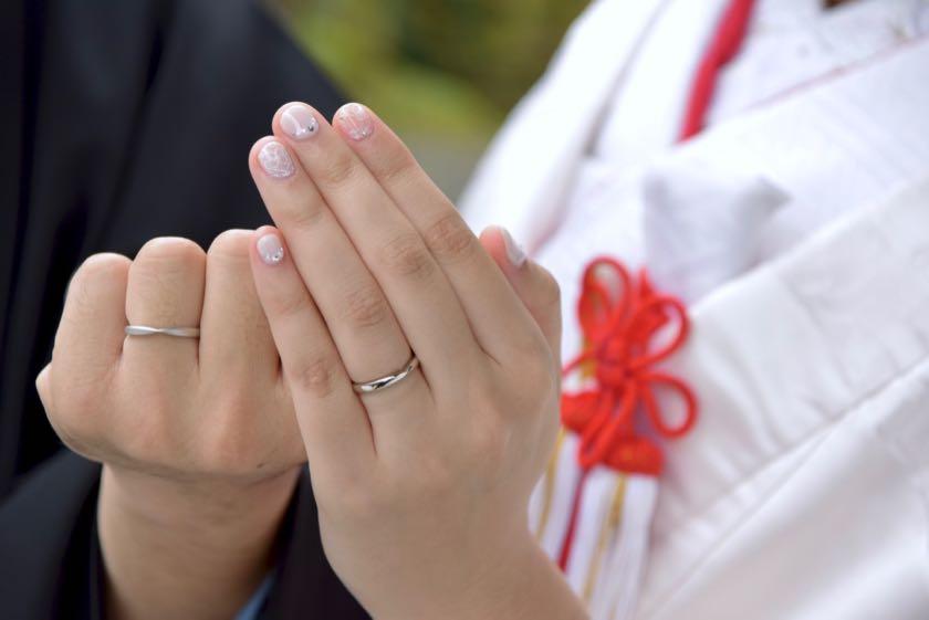 吉野神宮結婚式の新郎新婦の指輪写真