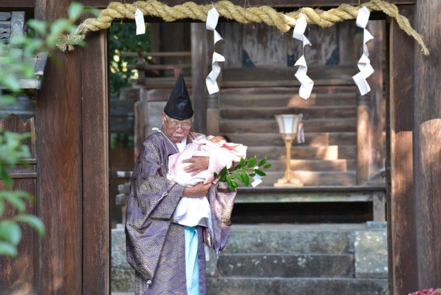 小泉神社でお宮参りの赤ちゃんの写真