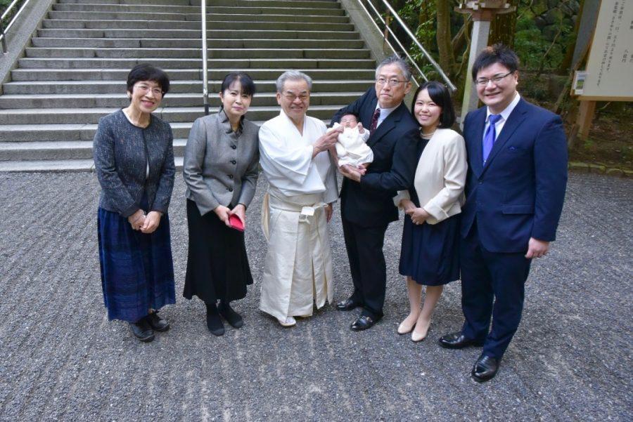 大神神社お宮参りの赤ちゃんの写真