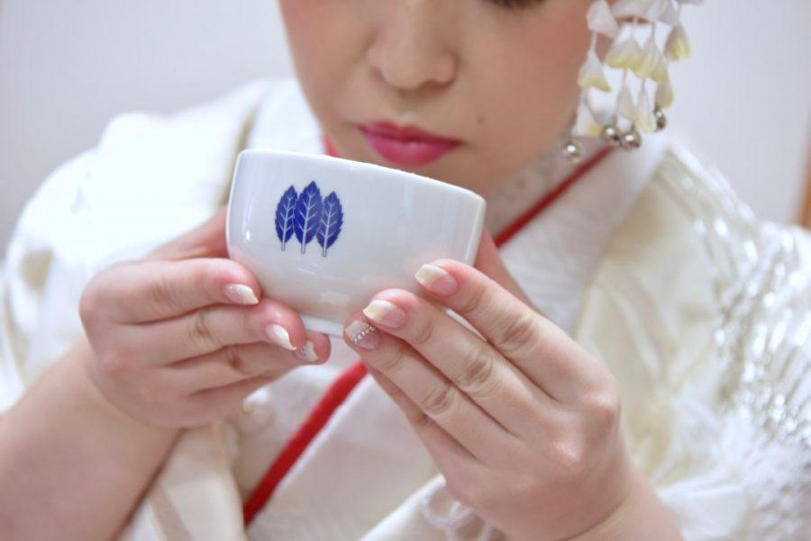 大神神社で結婚式の新郎新婦の和装写真