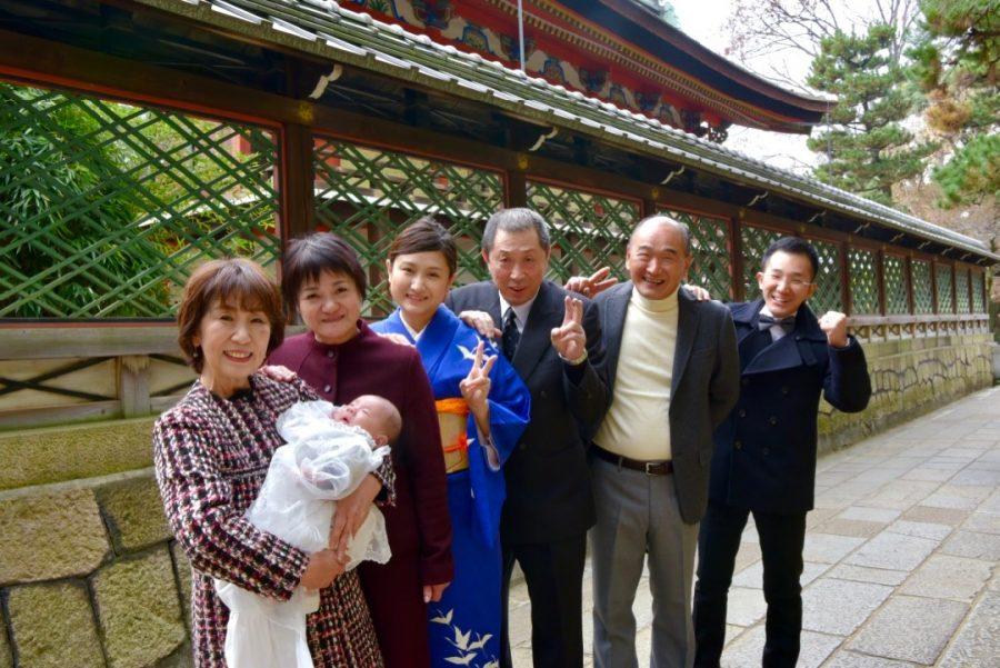 御香宮神社でお宮参りの赤ちゃんの着物写真