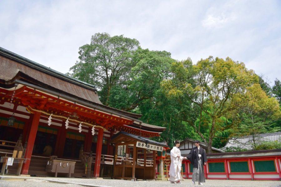 石上神宮の結婚式の白無垢衣装と色打掛け衣装の写真