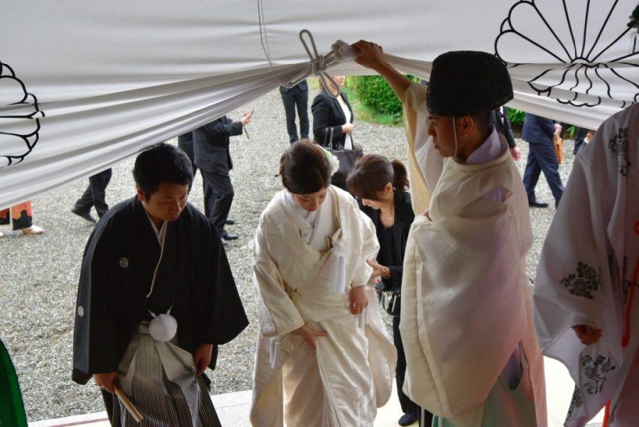 大神神社で雨の結婚式の写真