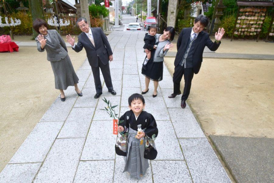 芦屋神社で七五三の記念写真撮影