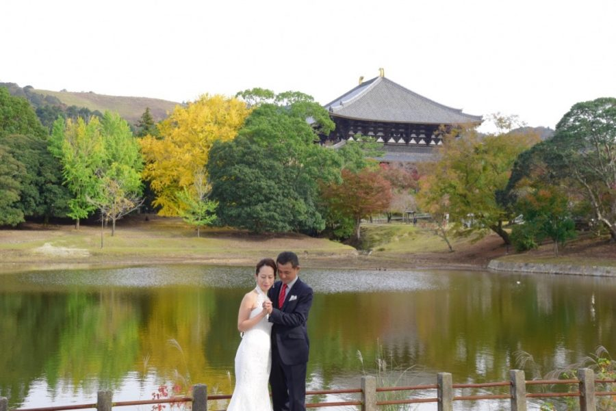 奈良公園でドレスの前撮りロケーション撮影