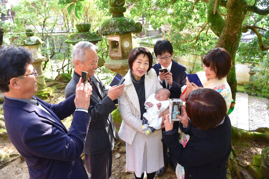 春日大社のお宮参り記念写真撮影