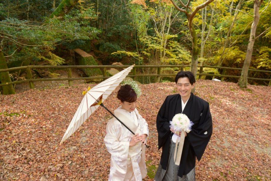 紅葉で結婚式の和装前撮りの写真撮影