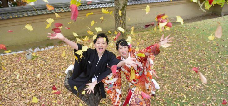 前撮りを紅葉の奈良公園とコスモス畑