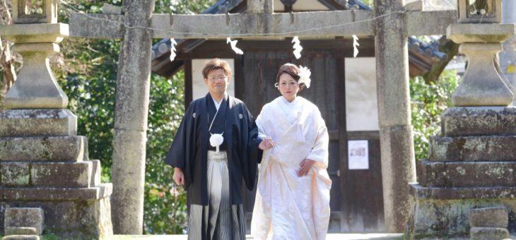 神社で結婚式・白無垢で挙式、色打掛けで境内ロケ撮影の和装たっぷりな晴れの日・往馬大社にて