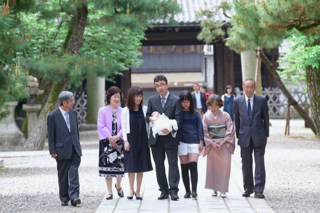 御香宮神社でのお宮参り記念写真