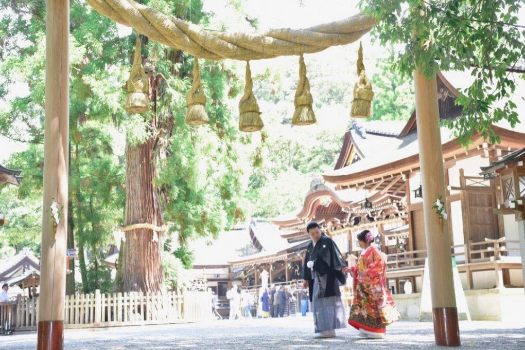 大神神社で白無垢と色打掛けでの結婚式